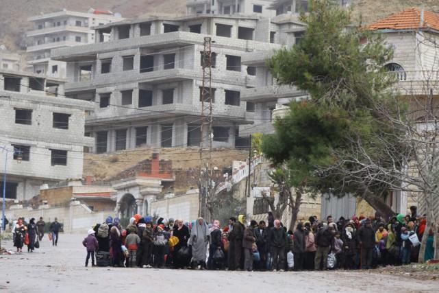 Des résidants de la ville de Madaya, soumis... (Photo LOUAI BESHARA, AFP)