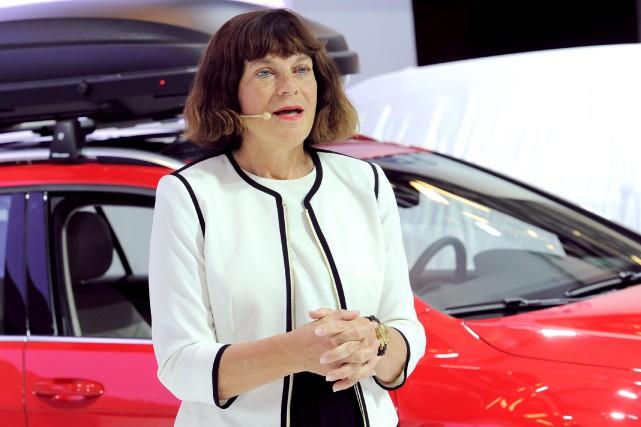 La présidente de Volkswagen Canada, Maria Stenström... (PHOTO FOURNIE PAR LE SALON INTERNATIONAL DE L'AUTO DE MONTRÉAL)