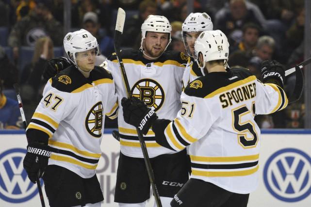 Les Bruins ont surmonté un déficit de 1-0... (Photo Gary Wiepert, AP)