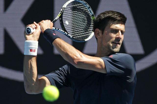 Novak Djokovic s'annonce aussi dominant en 2016 qu'il... (AFP, Paul Crock)
