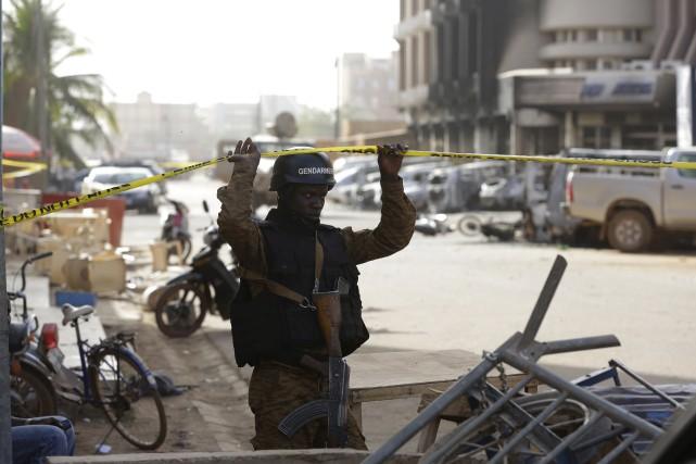 Samedi, les fusillades ont gagné en intensité alors... (Associated Press)