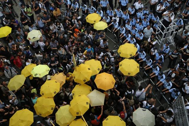 Le «mouvement des Parapluies» avait occupé fin 2014... (Photo Kin Cheung, archives AP)