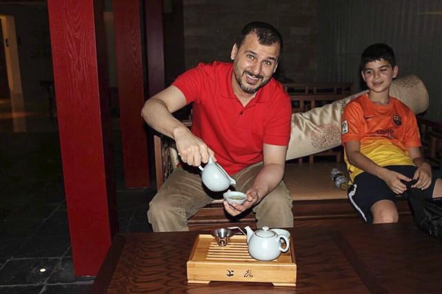 Le Canadien SalimAlaradi (avec son fils sur cette... (Photo archives La Presse Canadienne)