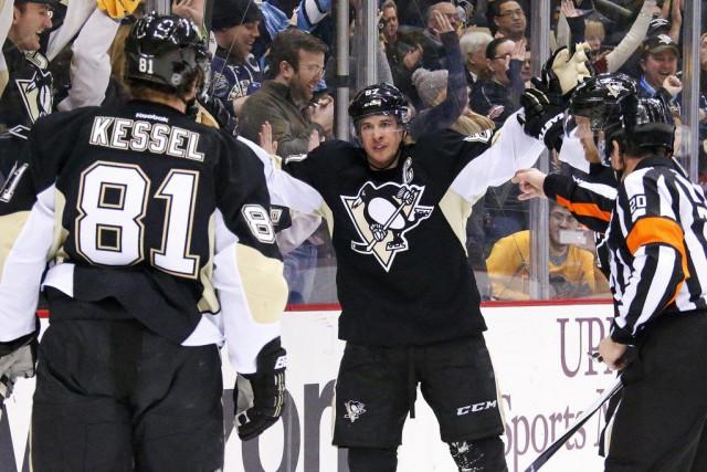 Sidney Crosby a inscrit deux buts, Marc-André Fleury a repoussé 22 tirs en... (Photo AP)