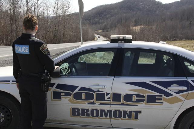Verra-t-on des véhicules de la police de Bromont... (Photo Alain Dion, archives La Voix de L'Est)