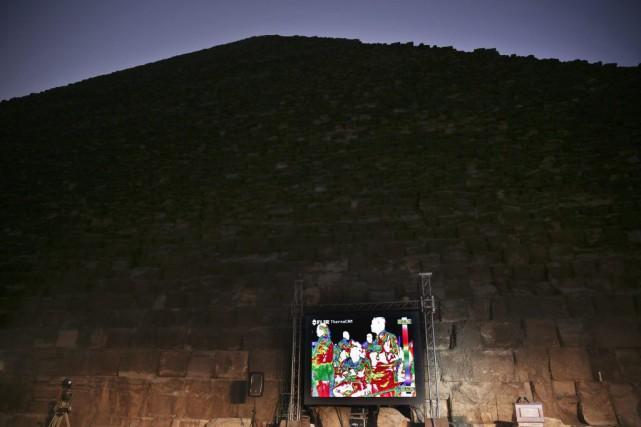 La thermographie infrarouge appliquée à la Grande Pyramide... (Nariman El-Mofty, Archives AP)