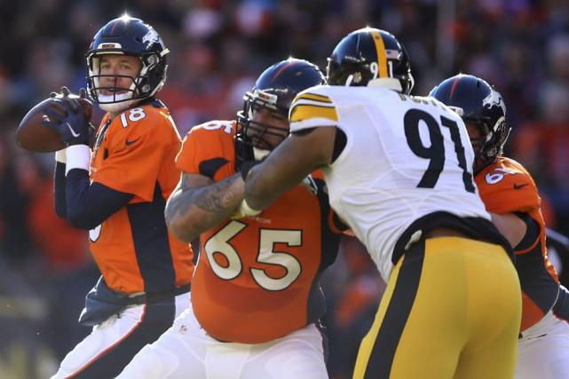 Peyton Manning a sauvé la peau des Broncos de Denver avec une poussée offensive... (PHOTO REUTERS)