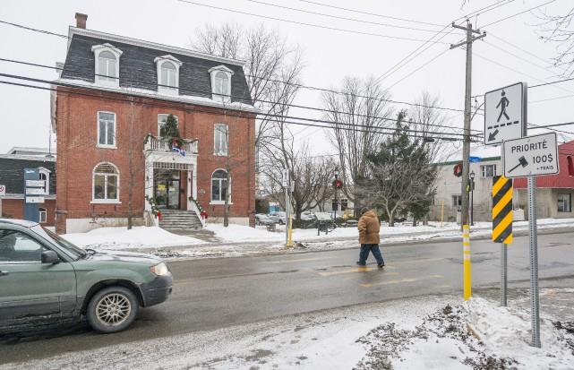 Le ministère du Transport du Québec-Estrie a modifié deux traverses... (Spectre Média Frédéric Côté)