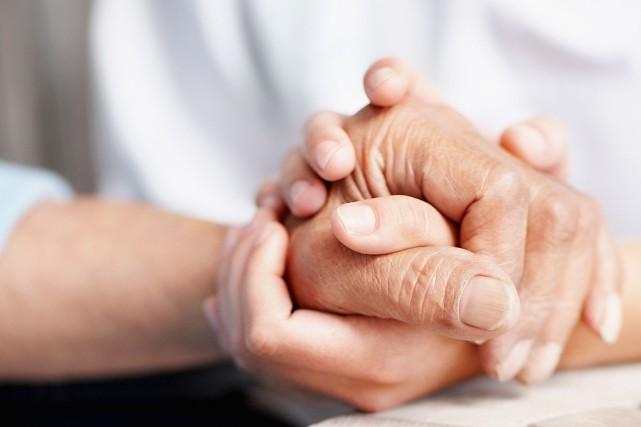 Prendre soin d'une mère ou d'un père vieillissant... (PHOTO MASTERFILE)