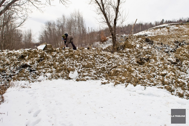 La possibilité qu'un autre glissement de terrain se produise à proximité du... (Archives La Tribune, Jessica Garneau)