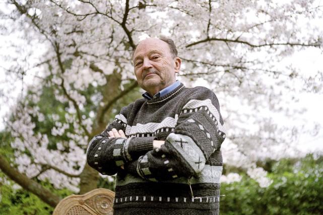 Michel Tournier dans son jardin, à Choisel, en... (AFP, Catherine Gugelman)