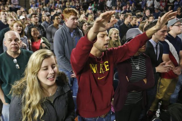 Dans l'enceinte du Vines Center étaient présents en... (PHOTO AP)