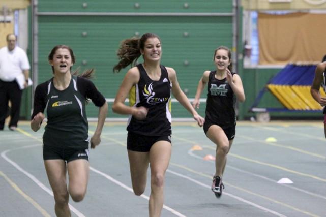 Rosalie Boisclair (au centre) a terminé troisième au...