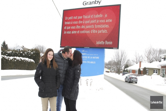 Les panneaux électroniques de la Ville de Granby... (archives La Voix de l'Est)