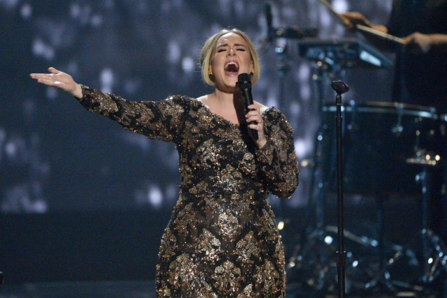 Adele lors d'une prestation au Radio City Music... (PHOTO ARCHIVES AP)