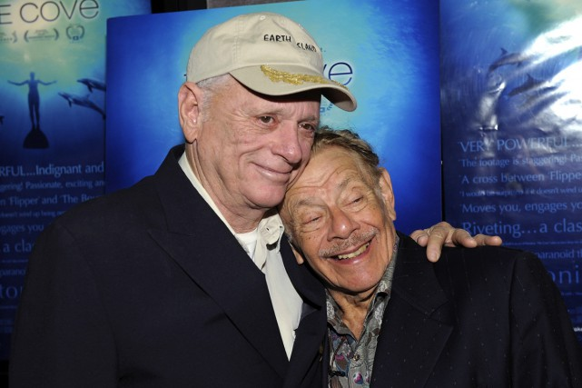 Richard O'Barry et Jerry Stiller à la première... (PHOTO ARCHIVES REUTERS)