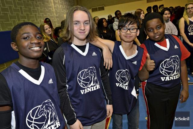 L'école secondaire Vanier compte maintenant neuf nouvelles équipes... (Le Soleil, Patrice Laroche)