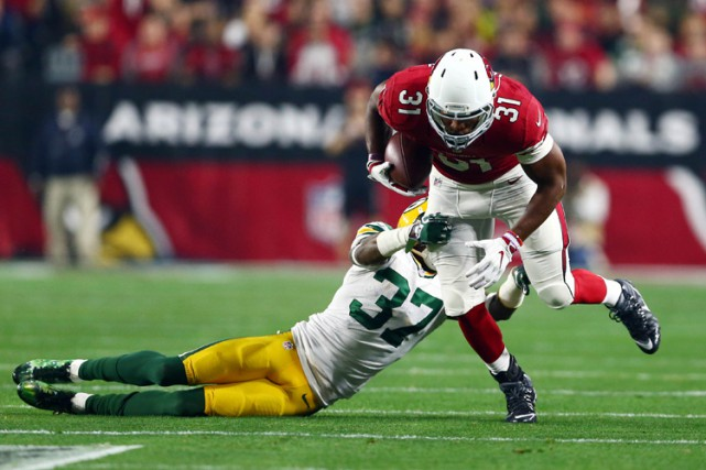 Contre les Packers, David Johnson a accumulé 35... (PHOTO REUTERS)