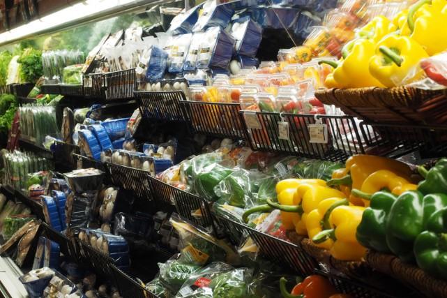 Malgré les hausses récentes, les ménages canadiens dépensent... (Alain Dion, archives La Voix de l'Est)