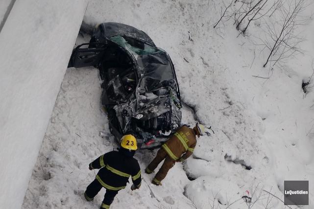 La voiture est dans un piteux état. Étonnamment,... (Photo Le Quotidien, Patricia Rainville)
