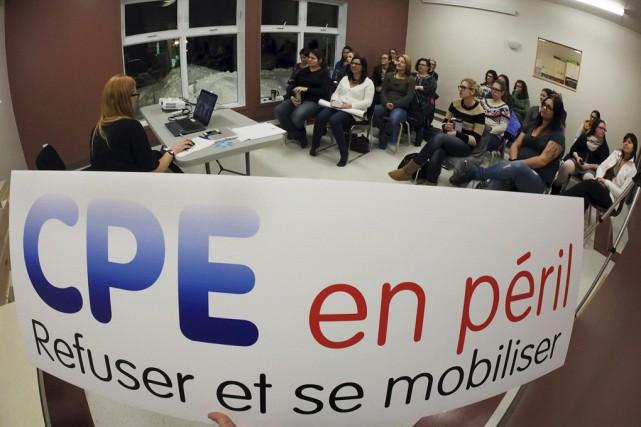 Lors d'un vote à main levé tenu mardi... (Photo Alain Dion)