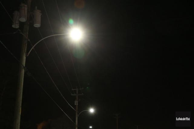 Des luminaires ont été réinstallés dans le secteur Omerville, au cours des... (Archives La Voix de l'Est)