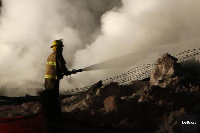 Appelés pour un feu de cheminée vers 18h mardi soir, en cours de route les... (Archives Le Droit)
