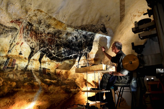 La reproduction des fresques originales de la grotte... (AFP, Jean-Pierre Muller)