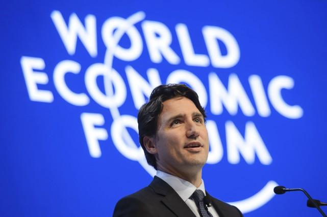 Justin Trudeau adécoché quelques flèches à son prédécesseur.... (Agence France-Presse)