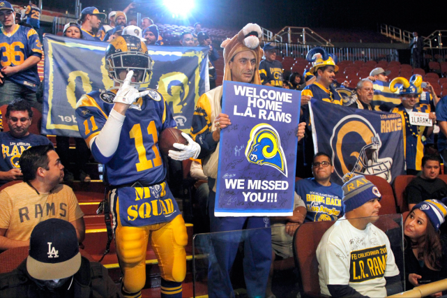 Les Rams seront de retour à Los Angeles... (Photo Nick Ut, AP)