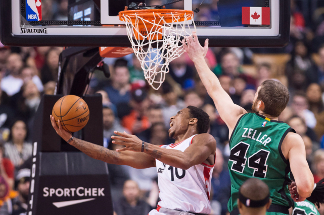 DeMar DeRozan (10) a inscrit 34 points dans... (Photo Nathan Denette, PC)