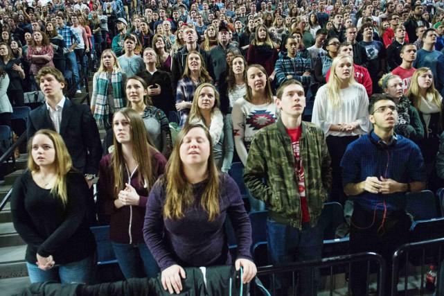 Quelque 11000 personnes, jeunes pour la plupart, étaient... (PHOTO NICHOLAS KAMM, ARCHIVES AFP)