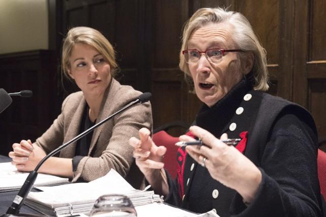 La ministre et sa collègue au Patrimoine, Mélanie... (Photo Jacques Boissinot, La Presse Canadienne)