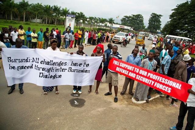 Des manifestants burundais protestent contre l'arrivée de l'ambassadrice... (Photo GRIFF TAPPER, AFP)