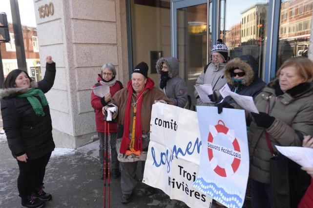 Des représentants du Comité logement de Trois-Rivières se... (Sylvain Mayer)
