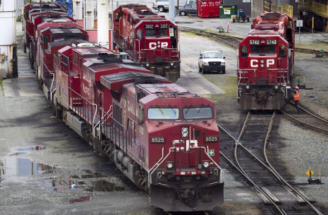 Le CP a connu des revenus et bénéfices... (La Presse Canadienne, Darryl Dyck)