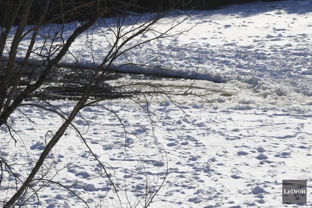Un embâcle sur la rivière Gatineau cause toujours... (Patrick Woodbury, LeDroit)