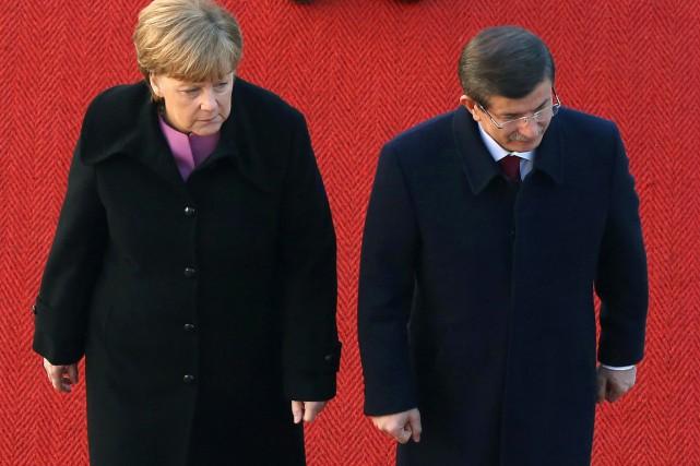 La chancelière allemande Angela Merkel reçoit le premier... (PHOTO ADAM BERRY, AFP)