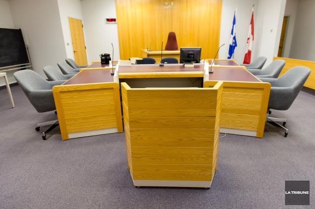 Trois individus impliqués dans une affaire de braquage de domicile à Sherbrooke... (Archives La Tribune, Jessica Garneau)