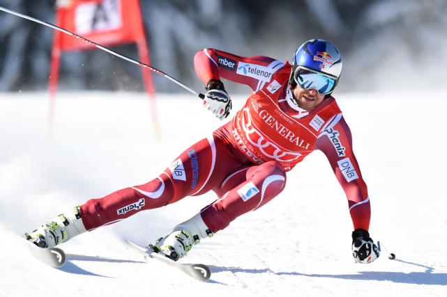 Le Norvégien Aksel Lund Svindal a augmenté son avance en... (Photo Christof Stache, archives AFP)