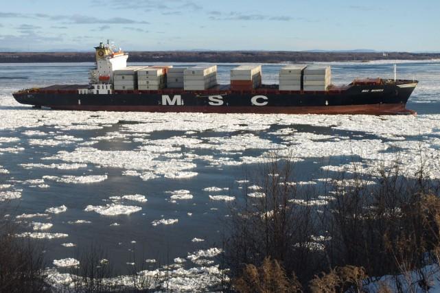 Un navire porte-conteneurs s'est échoué, vendredi matin, en... (Photo: Adrien Duval)
