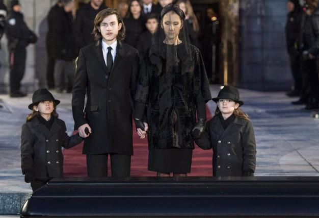 Céline Dion avec ses fils Eddy, Nelson et... (La Presse Canadienne)
