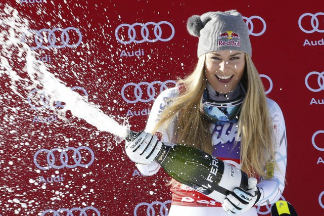 Lindsey Vonn a célébrésa 37evictoire au champagne.... (PHOTO ARMANDO TROVATI, AP)