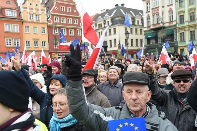 Les manifestations sont une réaction à une série... (PHOTO JANEK SKARZYNSKI, AGENCE FRANCE-PRESSE)