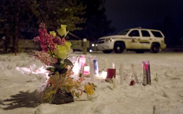 Un mémorial près de l'école de La Loche,... (La Presse Canadienne, Jason Franson)