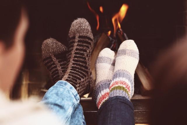 Un bon feu de foyer est toujours une... (Photo 123RF)