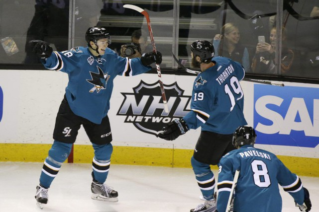 Tomas Hertl, Joe Thornton et Joe Pavelski.... (Photo Eric Risberg, AP)