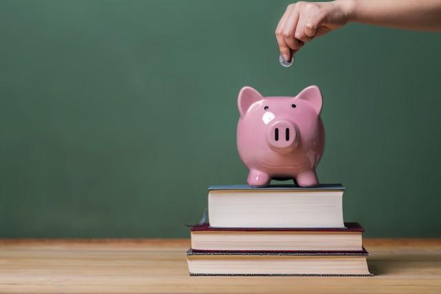 Alors que les besoins financiers des écoles publiques se font de plus en plus... (123RF)