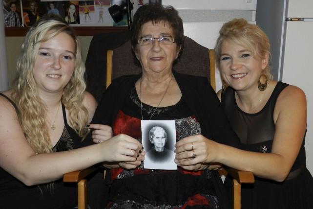 Candide, entourée de sa petite-fille Laura et de... (Photo fournie par la famille)