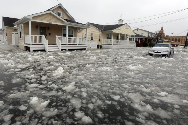 La tempête Jonas a inondé cette rue de North... (Photo Dale Gerhard, AP/Press of Atlantic City)